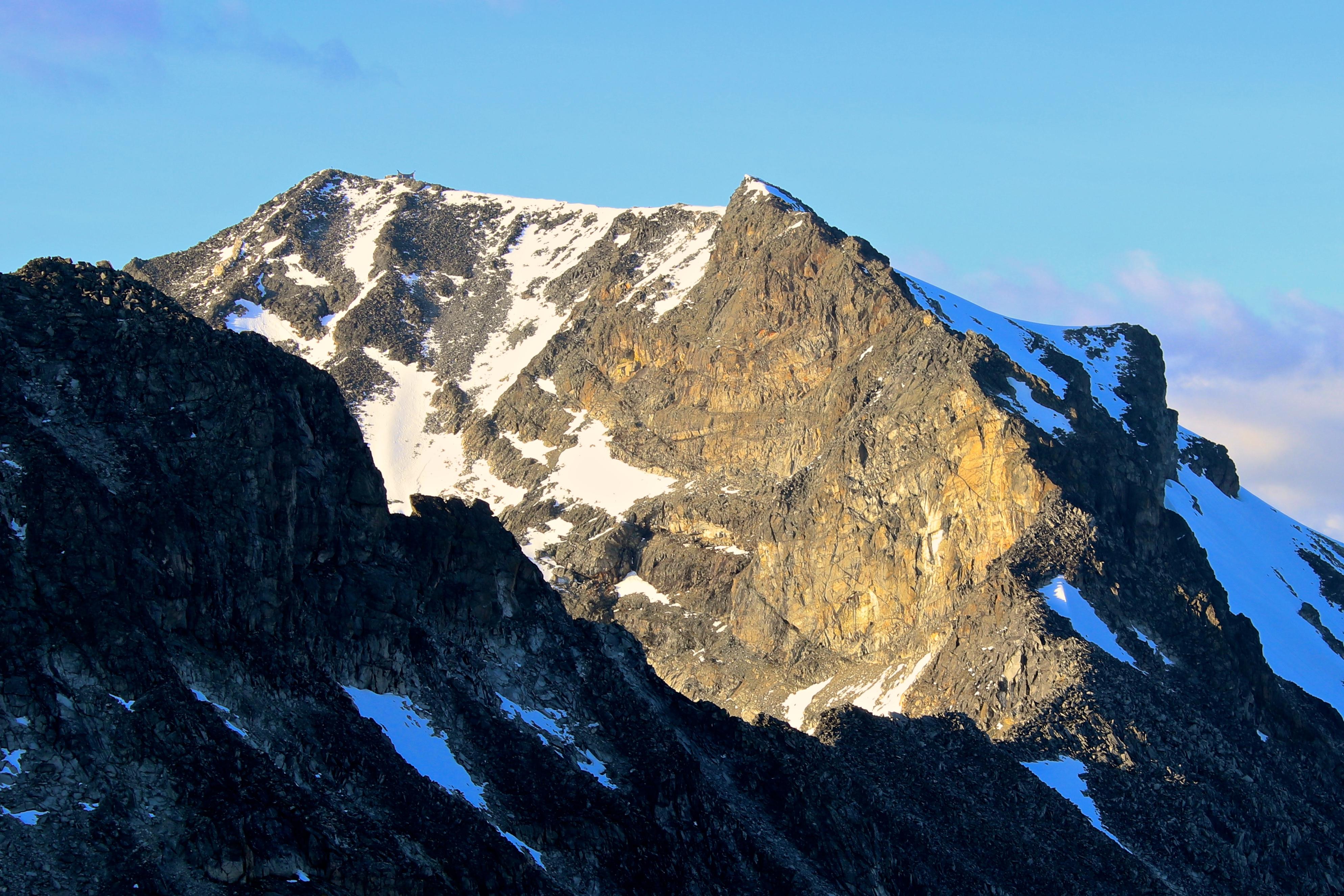 Sørvestryggen opp til toppen av Galdhøpiggen.
