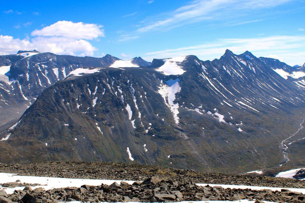 Hellstugutindene utgjør en luftig travers som gås fra Spiterstulen i Visdalen.