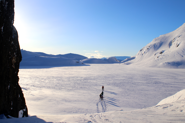 På vei over Kadavatni fra Kaldevasshytta mot Vassfjøra (1.633 moh).