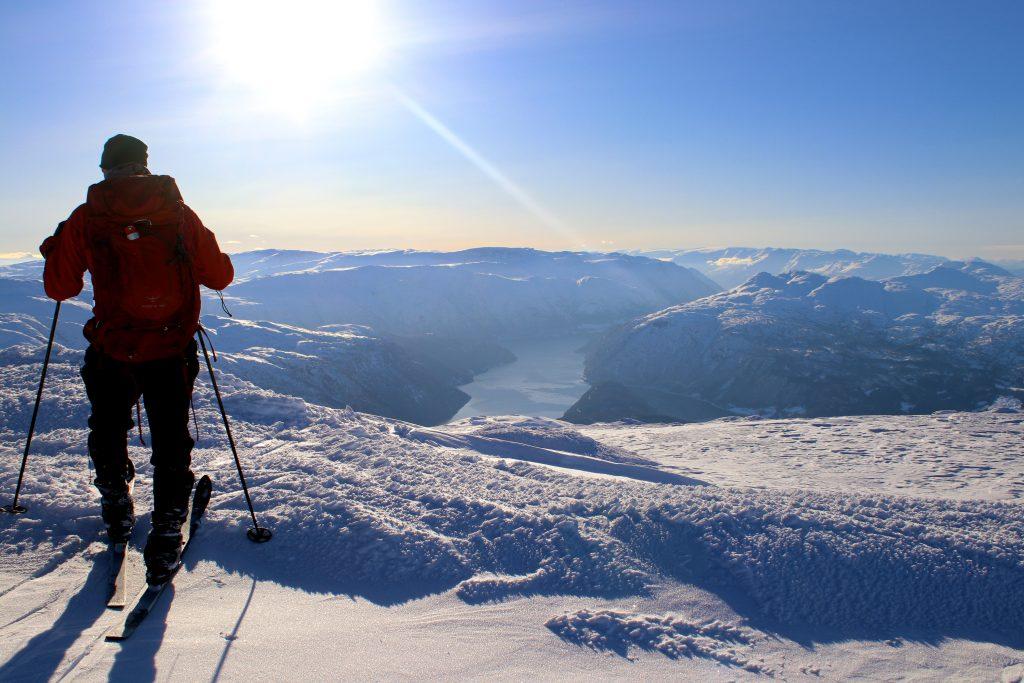 Fra Vassfjøra er det et vakkert skue ut Osafjorden innerst i Hardanger.
