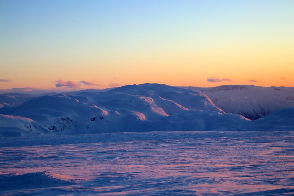 Flott kveldshimmel over ryggen som leder opp mot Vassfjøra (1.633 moh).