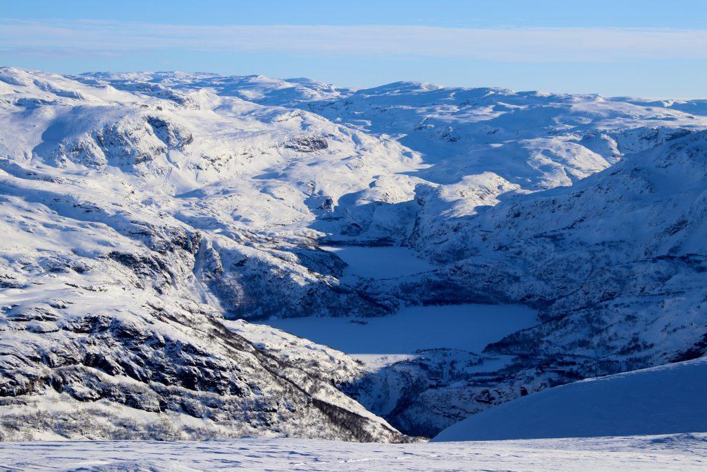 Vatnahalsen innerst i Flåmsdalen har blitt et populært utgangspunkt for toppturer i Aurland.