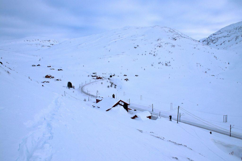 Grenden Uppsete ligger innerst i Upsetedalen. Her er både stoppested for tog og en fjellstove.