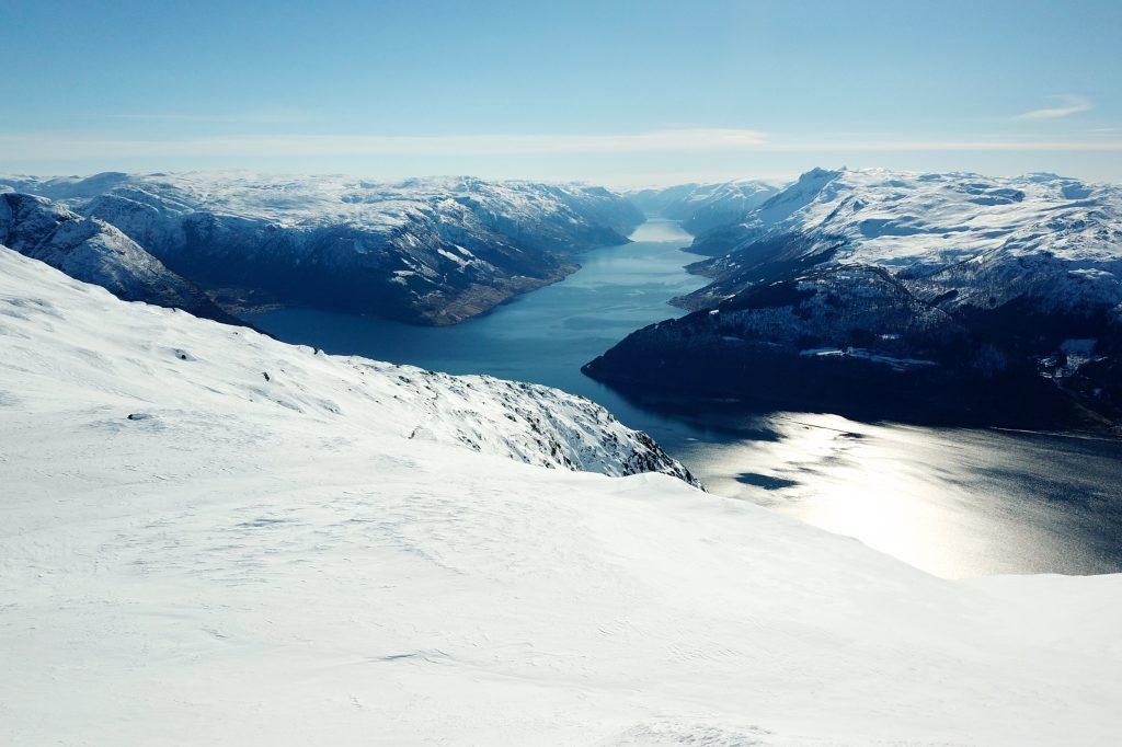 Fra toppen av Oksen har en flott utsikt inn i Sørfjorden.