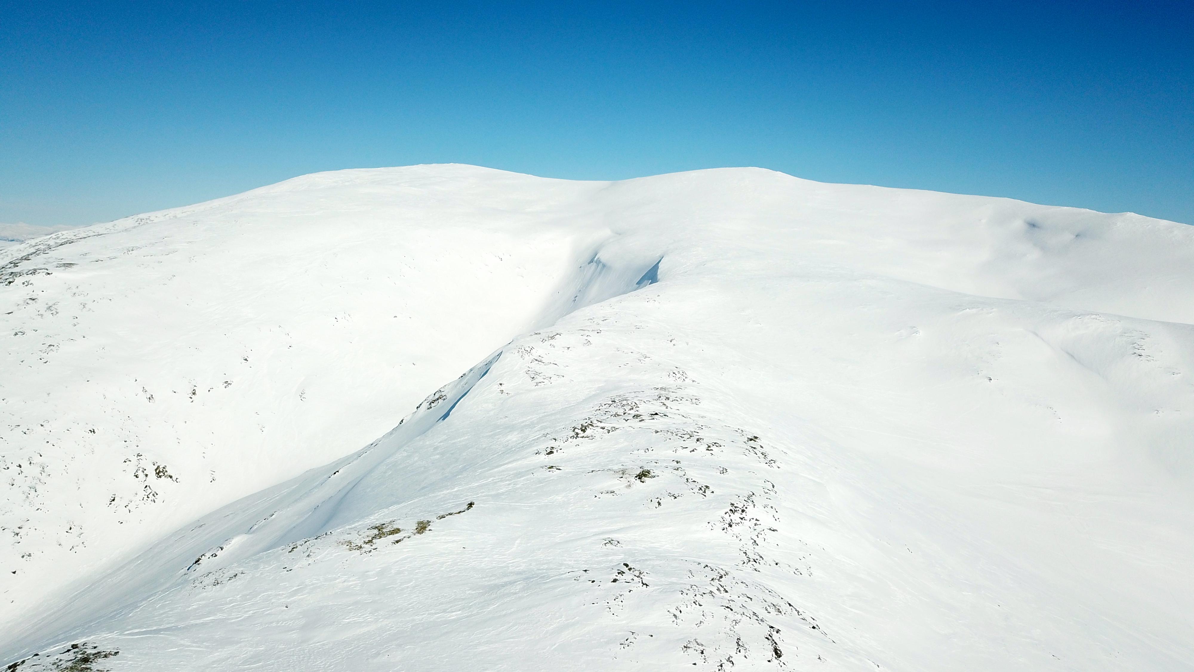 Blåskavlen (1.809 moh) er det høyeste fjellet i Aurland og har en enorm utsikt fra toppen.
