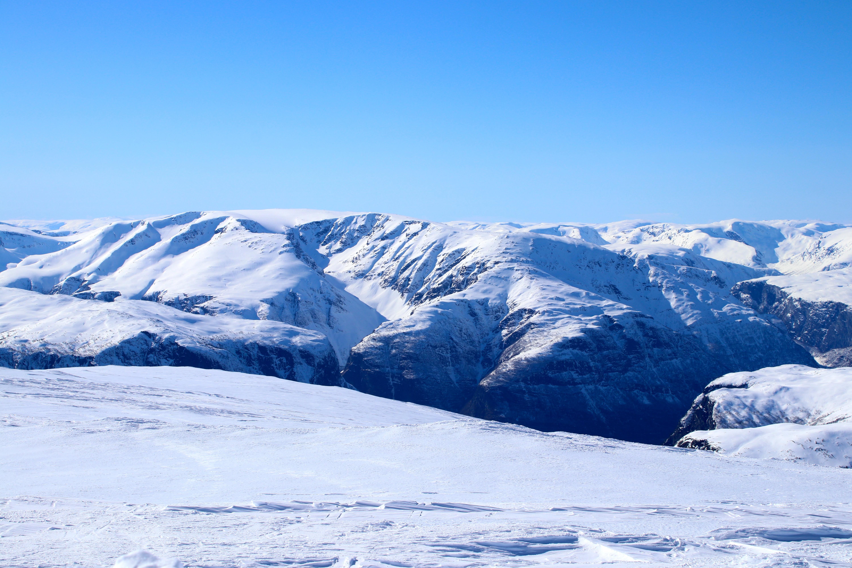 Stiganosi (1.761 moh) med Syrdalsbreen sett fra Blåskavlen (1.809 moh)
