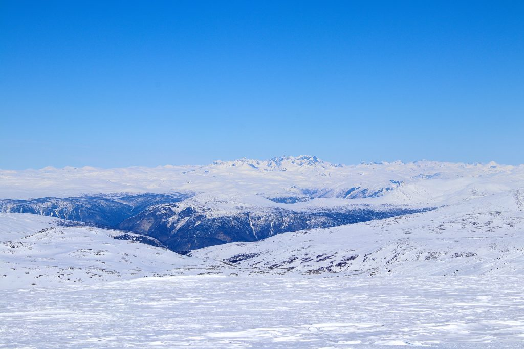 Utsikten fra toppen av Blåskavlen er usedvanlig vid. Her mot Hurrungane.