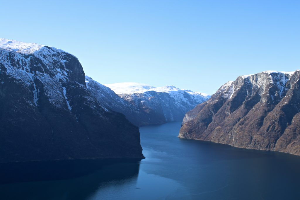 Utsikt mot Arulandsfjorden på vei opp Aurlandsfjellet.