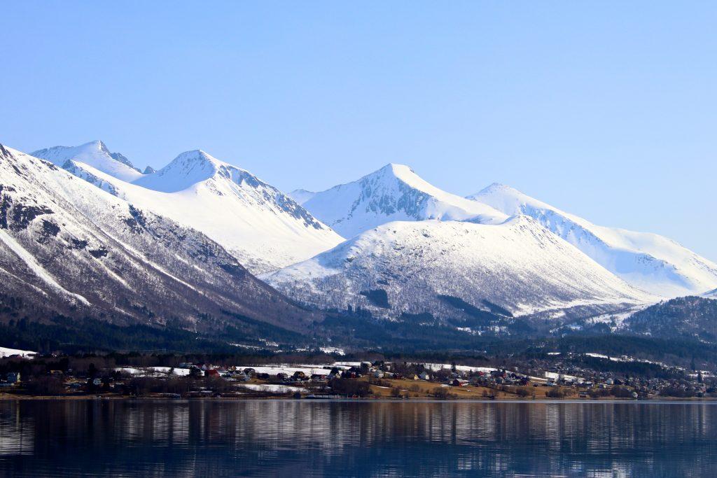 Isfjorden med Klauva og Kyrkjetaket.
