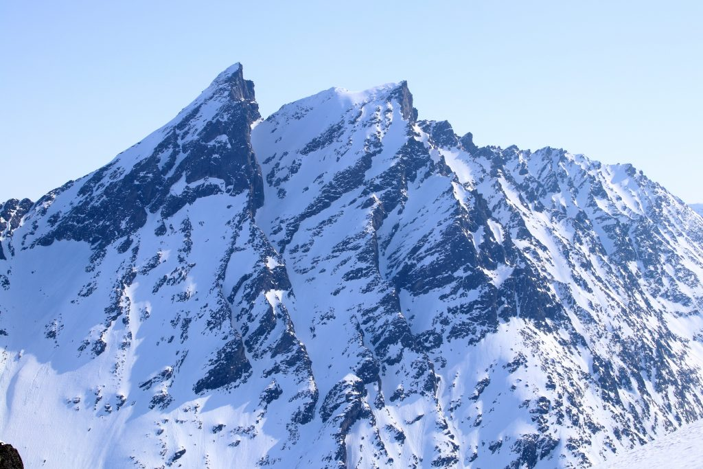 Den flotte fjellryggen med Store Venjetinden (1.852 moh) som den høyeste, her sett fra Blånebba.
