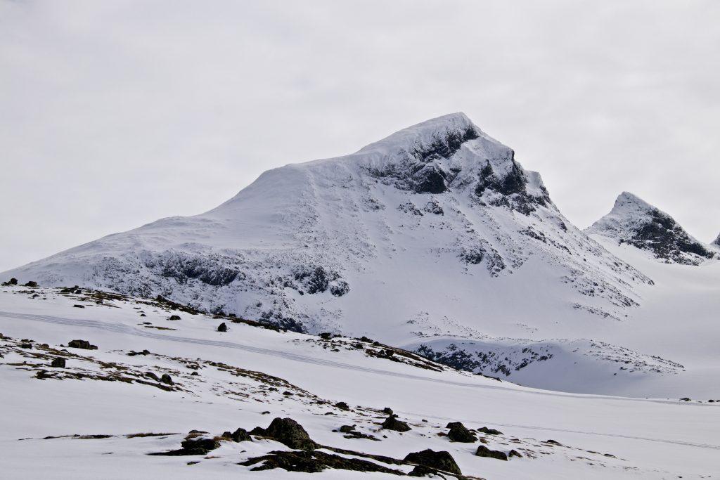 Store Smørstabbtinden i sin fulle prakt - den nest høyeste toppen i Smørstabbtind-massivet.