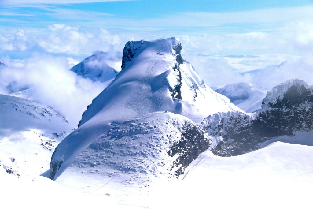 Storebjørn (2.222 moh) og Bjørnungene sett fra Store Smørstabbtinden.