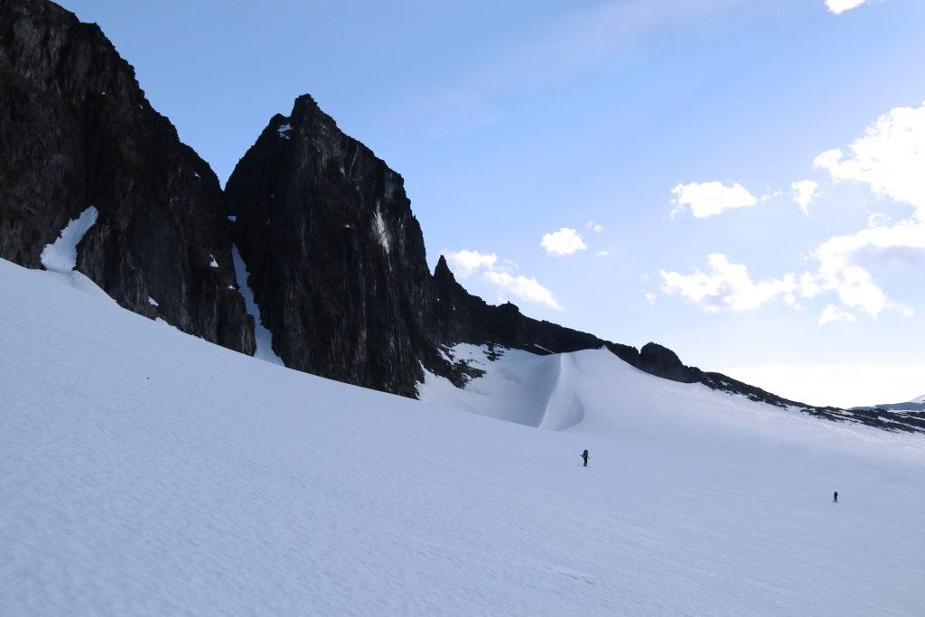 Første del av ruten følger fjellryggen med Tindefjella.