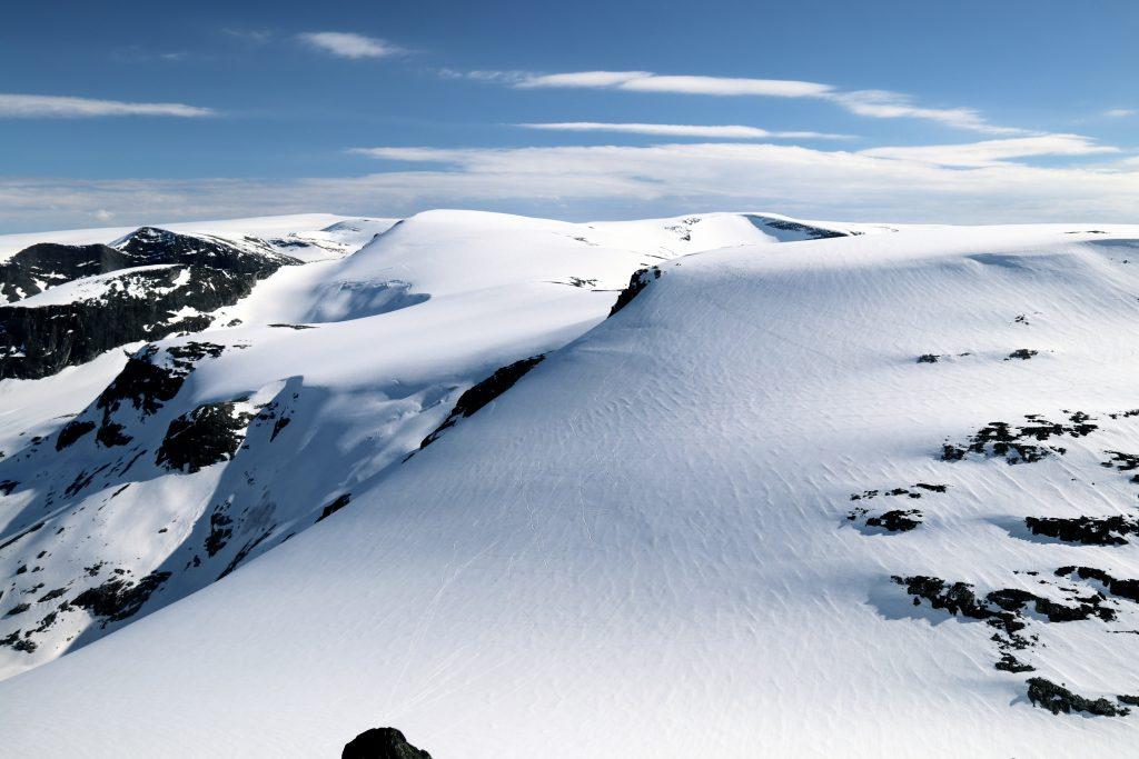 Tilbakeblikk fra Ramnefjellet mot Vesledalsbreen, Gjerdaaksla og Jostedalsbreen.