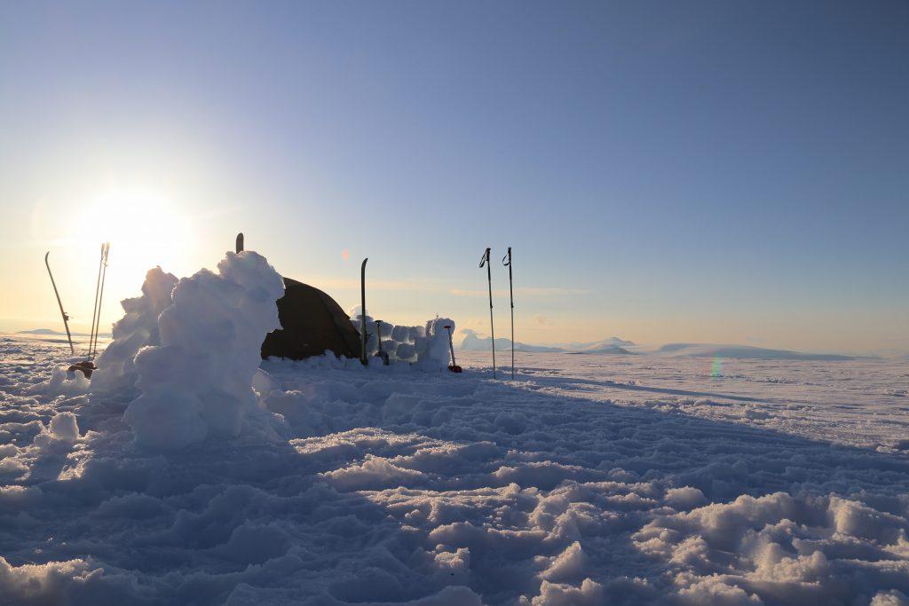 Med unntak av første natten i Skålabu, må en overnatte i telt.