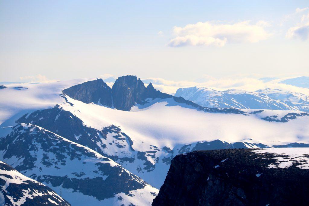 Tindefjella sett fra Ramnefjellet.