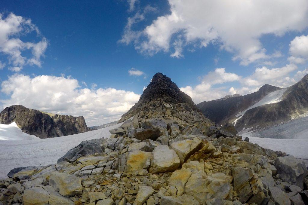 Nunetaket Nørdre Hellstugubreahesten (2.139 moh) på Hellstugubrean.