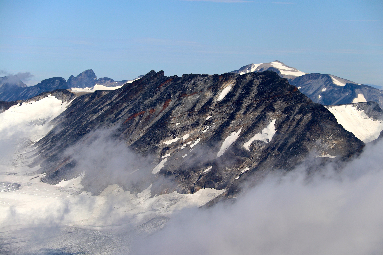 Store Memurutinden (2.364 moh) sett fra toppen av Surtningssue.