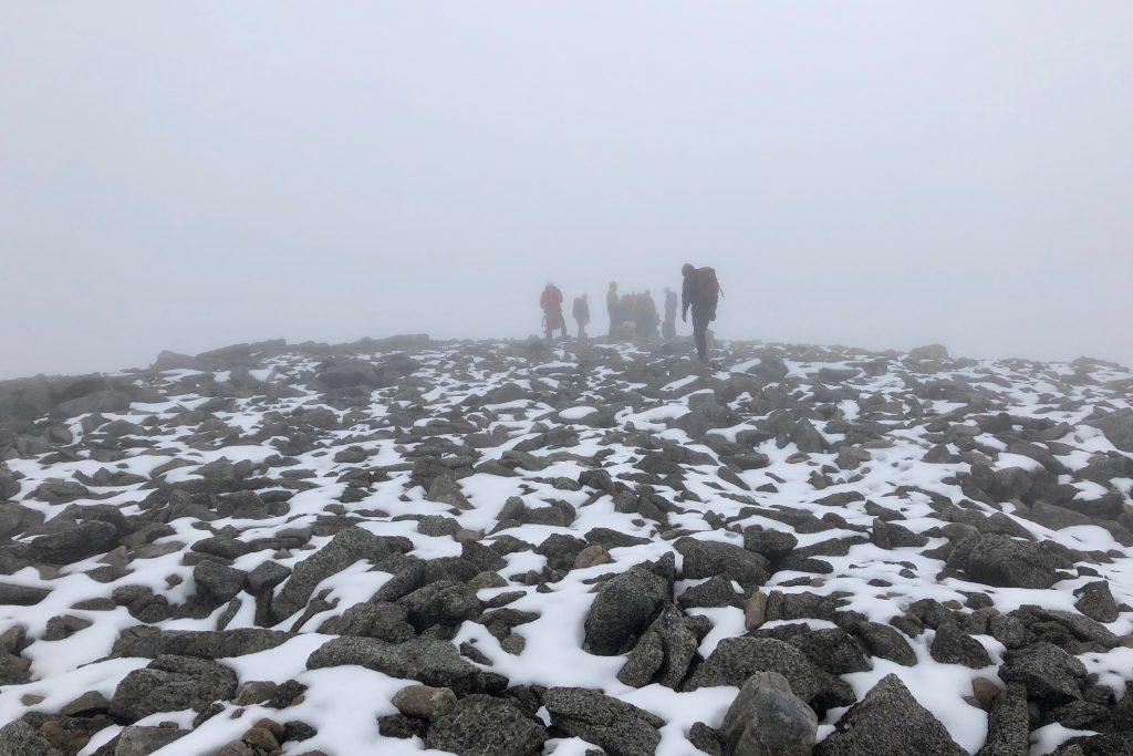 Toppen av Bjørndalstindane (1.426 moh) vest for selve traversen.