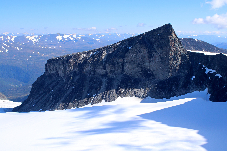 Vesle Galdhøpiggen har en fin fler-taulengders klatrerute opp nordøst ryggen, som ikke er alt for vanskelig.