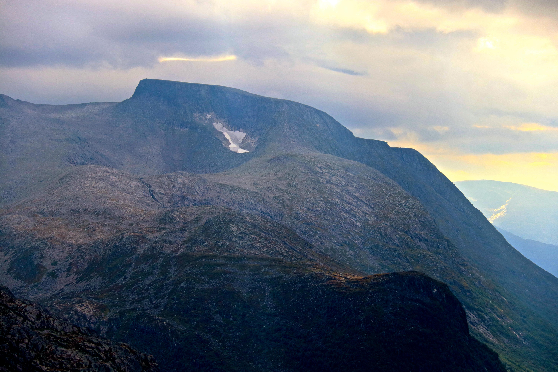 Melderskin (1.426 moh) er det høyste fjellet i Rosendal og en svært populær topptur.