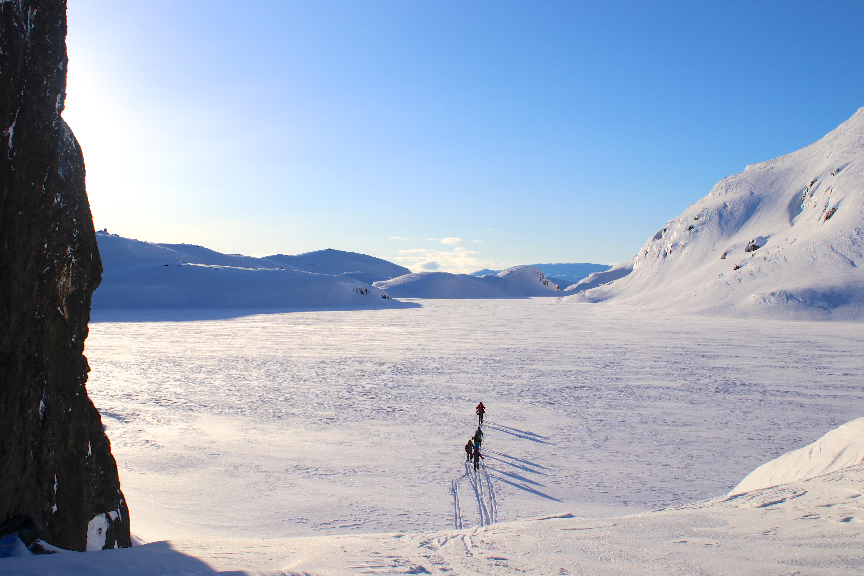 På tur over Kaldavatni mellom Kaldavasshytta og Vassfjøro.