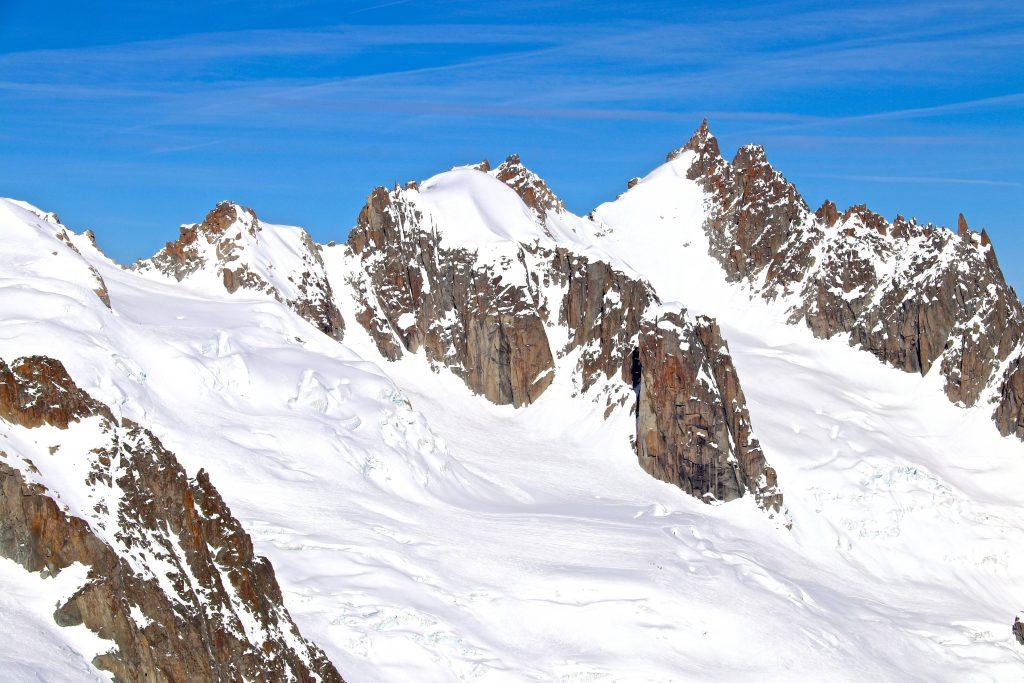 Vallée Blanche med Midi-Plan ryggtraversen og Aiguille du Plan (3.673 moh) bak.