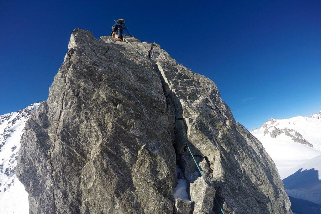 Noe enkel klatring mot toppen av Aiguilles Marbrées.