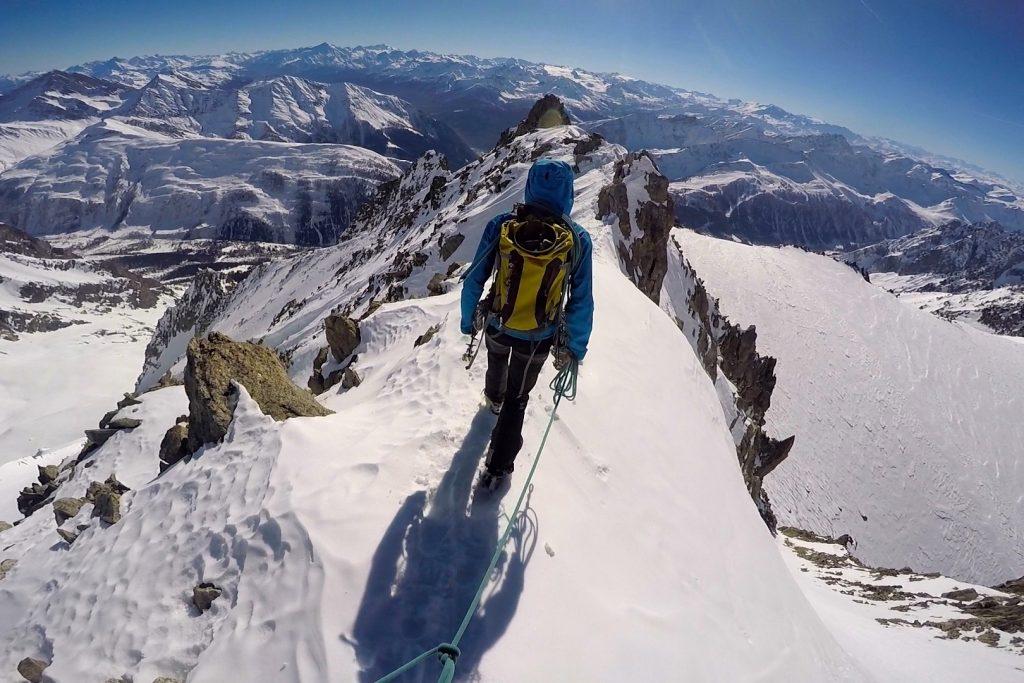 Rangling langs ryggen av Aiguilles Marbrées i Mont Blanc-massivet.
