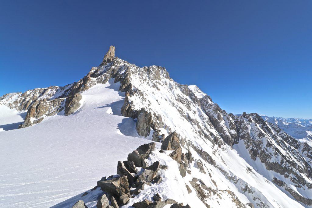 Ryggen mellom Aiguilles Marbrées og den ikoniske klatretoppen Dent du Géant (4.013 moh).