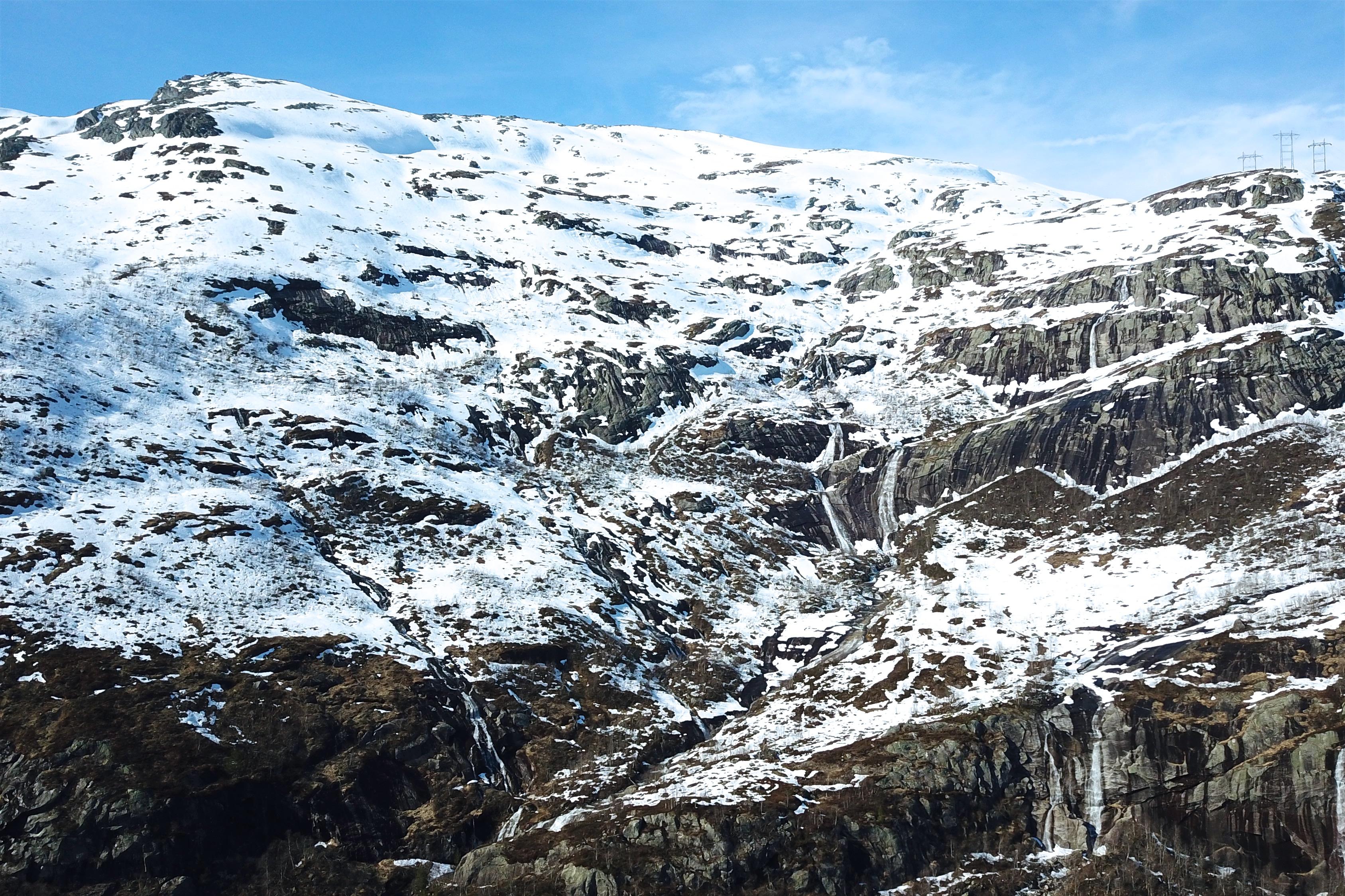 Turen til Onen starter bratt opp fjellsidene fra Kjeåsen.