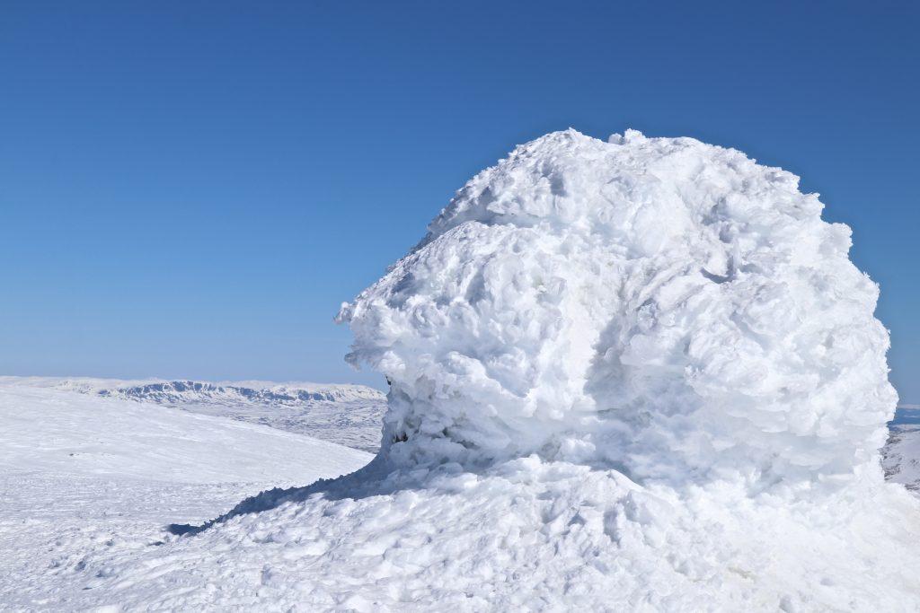 Toppvarden på Folarskardnuten, det høyeste punktet sør for Jotunheimen.