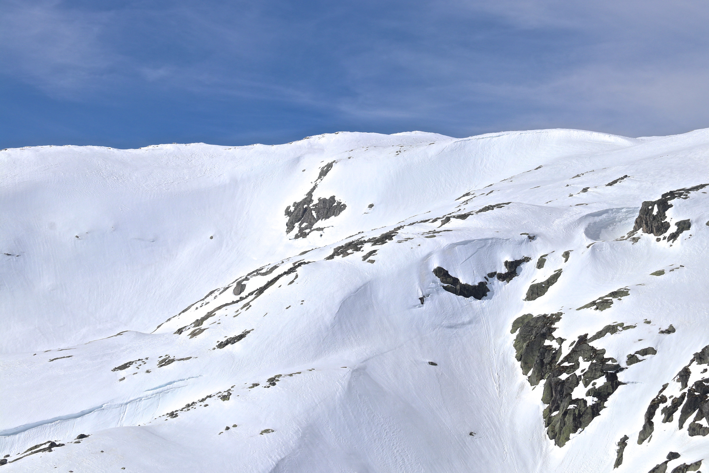 Onen (1.620 moh) ligger ved Eidfjorden og er det høyeste fjellet med foten rett ned i en fjordarm av Hardangerfjorden.
