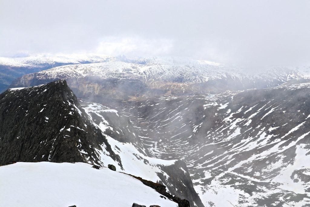 Ringsdalen og Turtagrø sett fra Nørdre Soleibotntind.