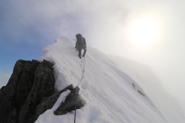 På vei opp mot Store Soleibotntinden (2.083 moh) fra Nørdre Soleibotntinden (2.030 moh).