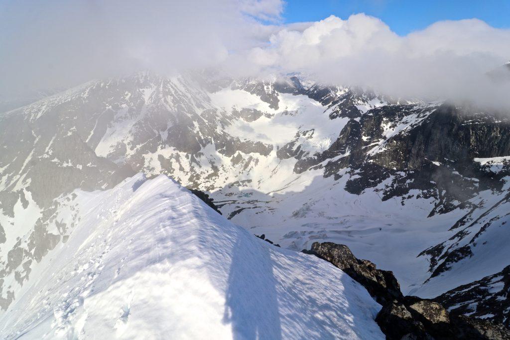 Ryggen opp til Store Soleibotntinden, som siste del av Soleibotntindtraversen fra Lauvanostinden.