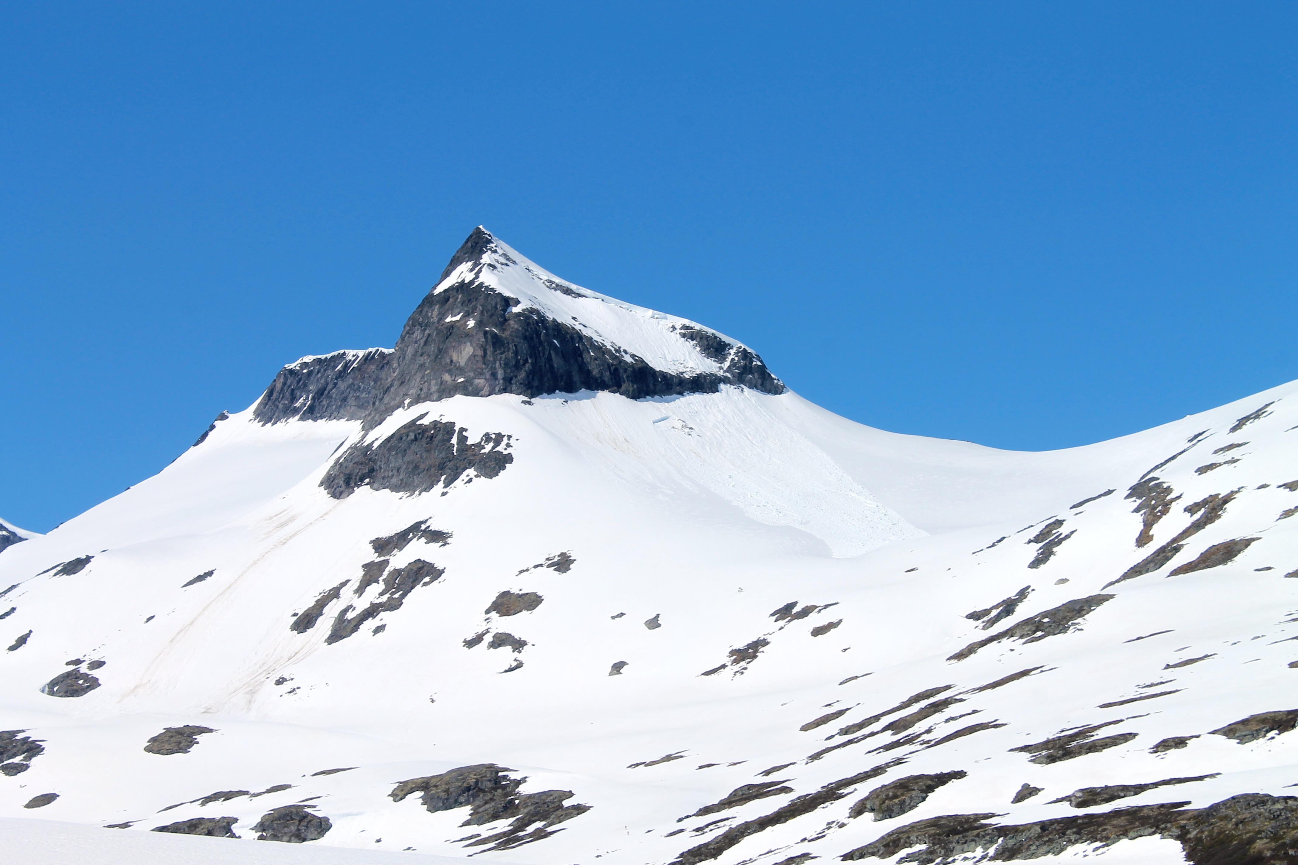 Geite (2.002 moh) i Smørstabbtindmassivet sett fra Leirdalen.
