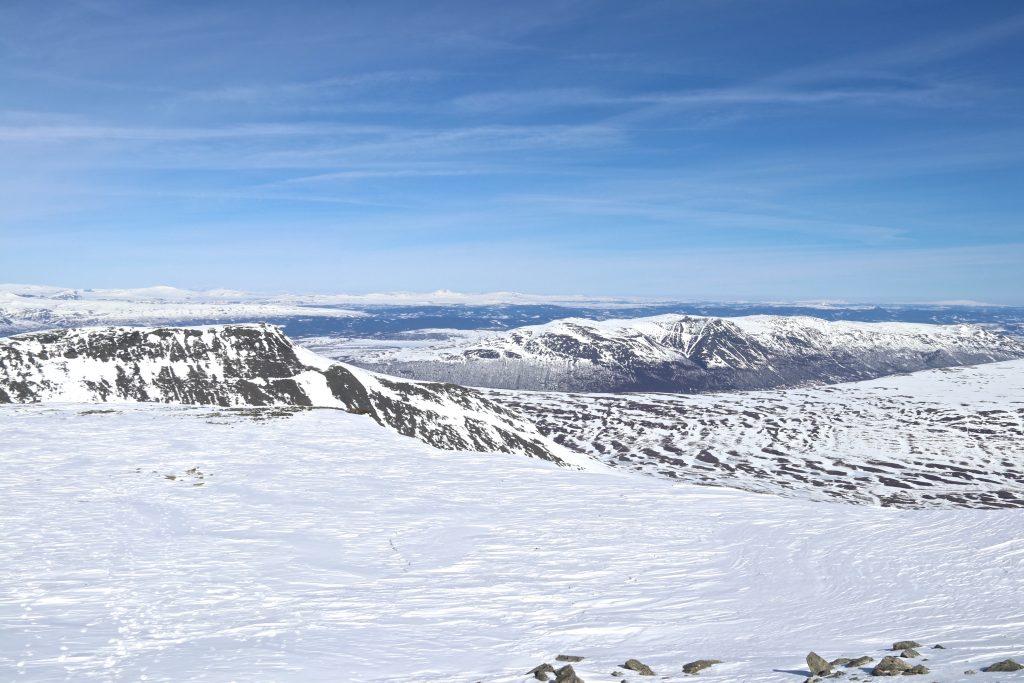 Utsikt østover mot Valdres fra toppen av Ranastongi (1.900 moh).
