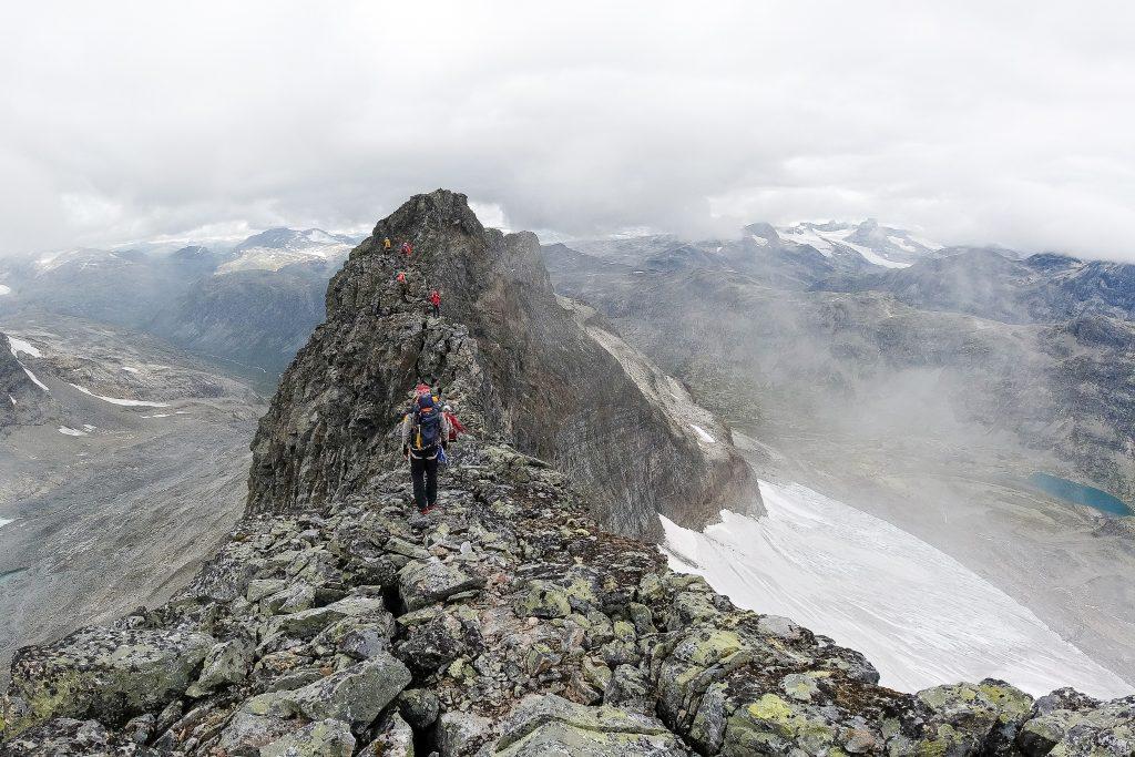 På vei over ryggen av Sagi i Jotunheimen (2.040 moh).