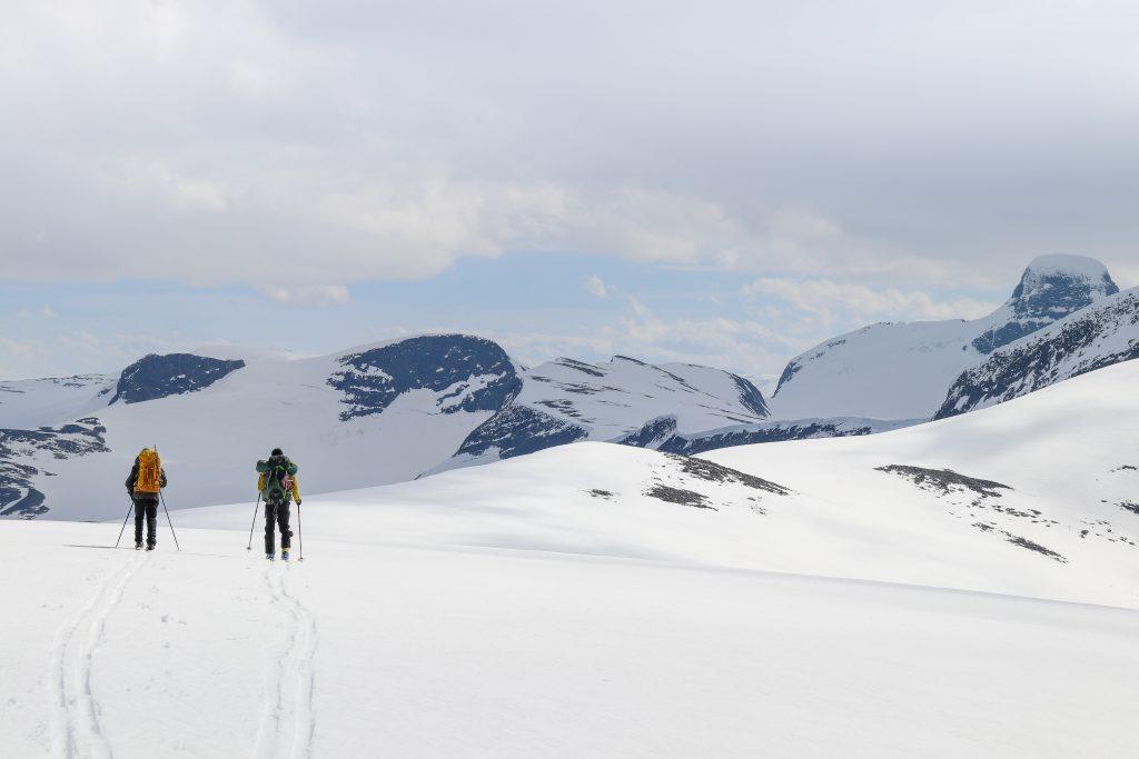 Over Tomefjellet mot Skålefjellet og Lodalskåpa.