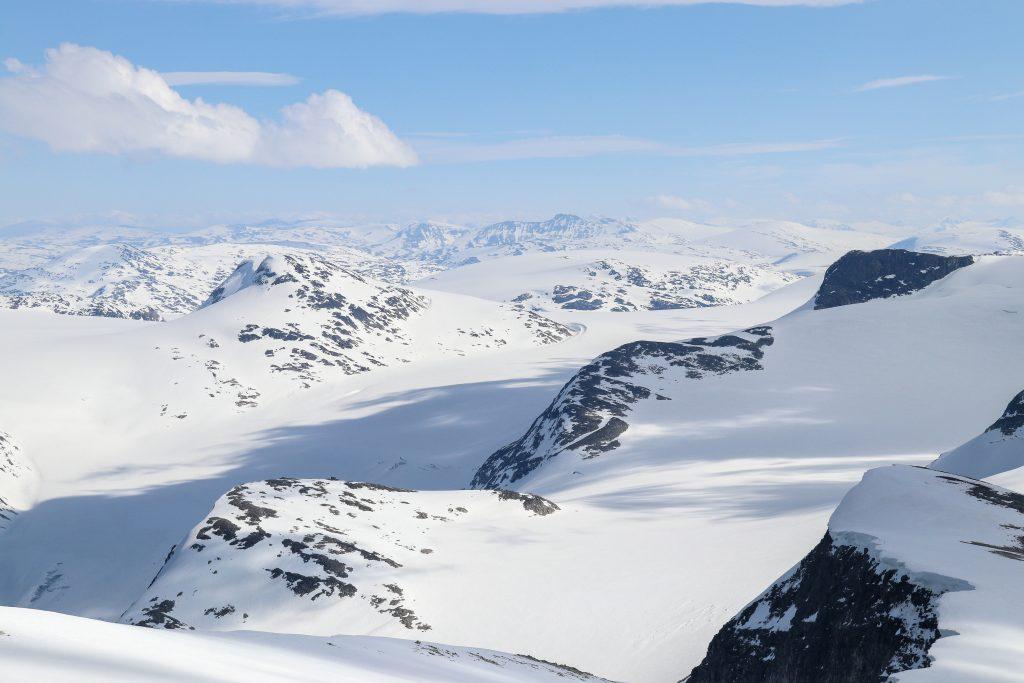 Erdalsbreen sett fra Skålefjellet (1.905 moh).