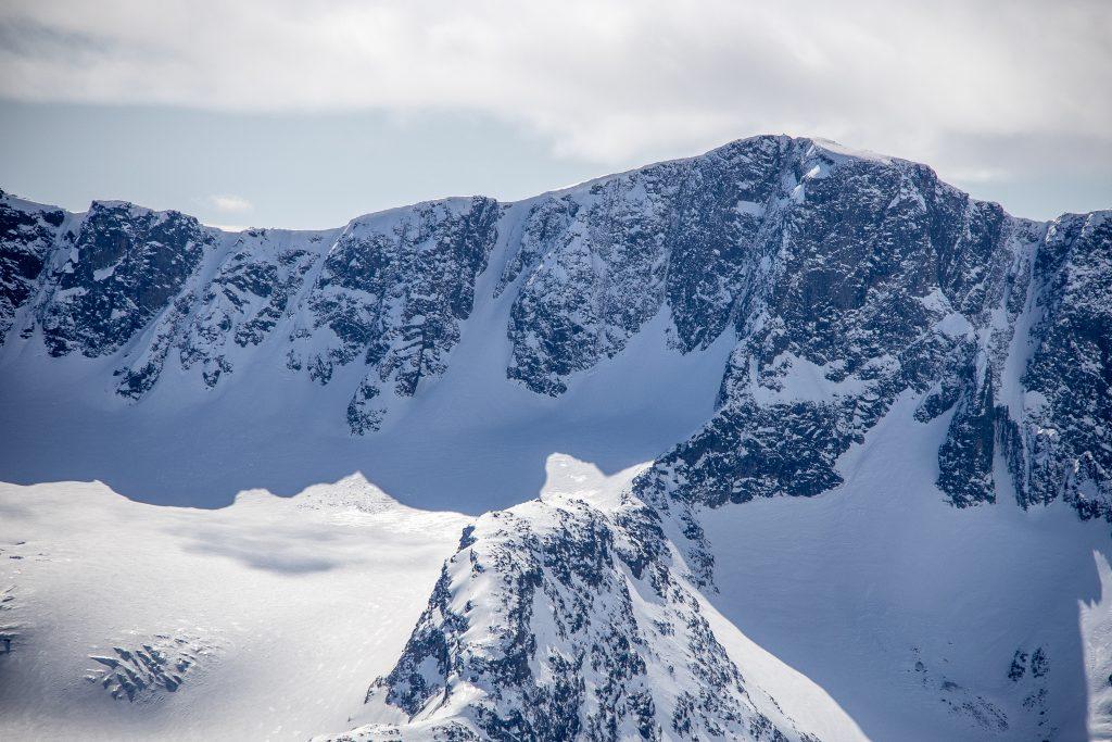 Vestre Kalvehøgde (2.208 moh) og Leirungsbrean sett fra Høgdebrotet.