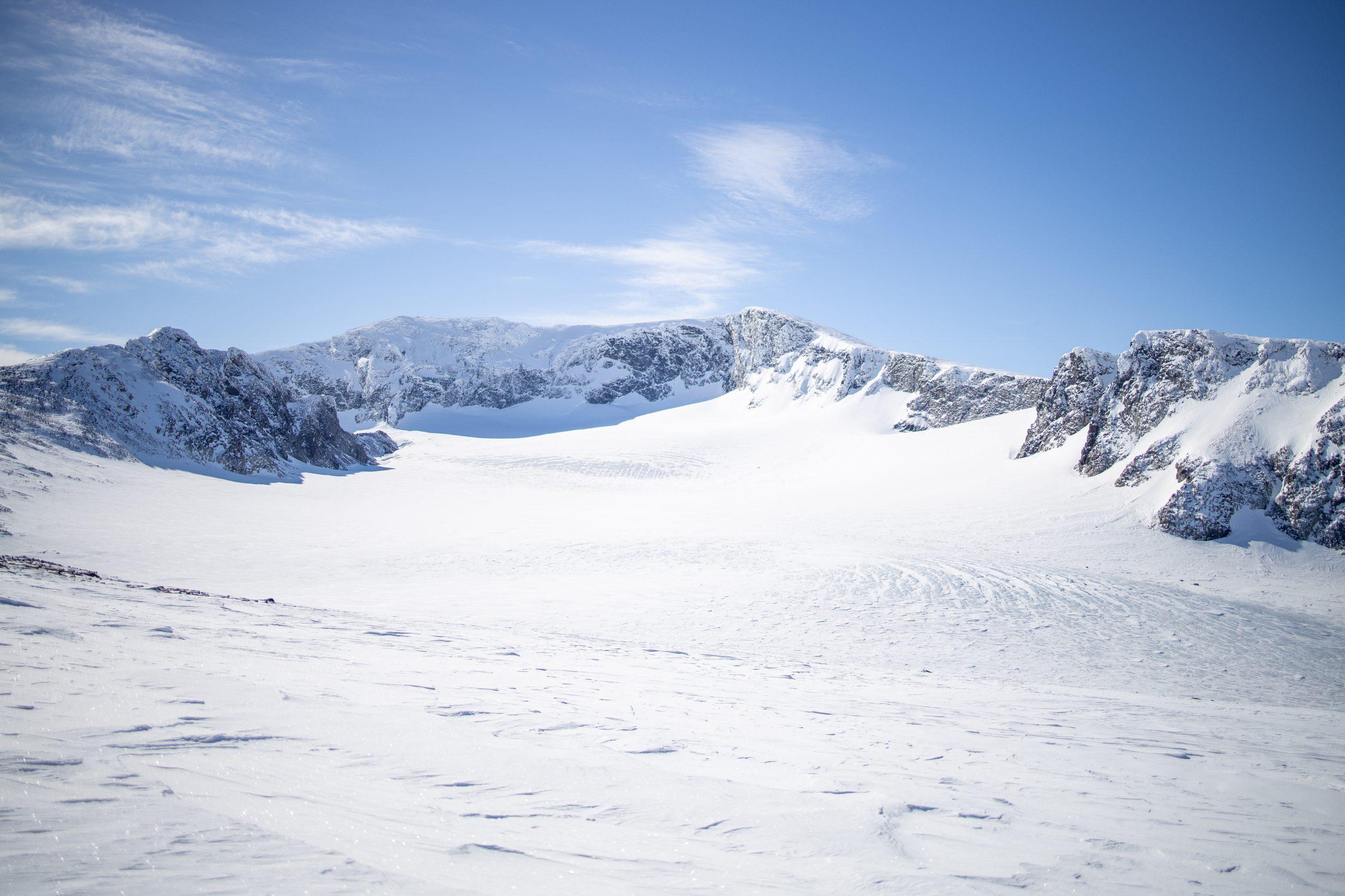Vestre Grotbrean omgitt av Trollsteineggje, Glittertinden og Vestre Glittertindoksle.