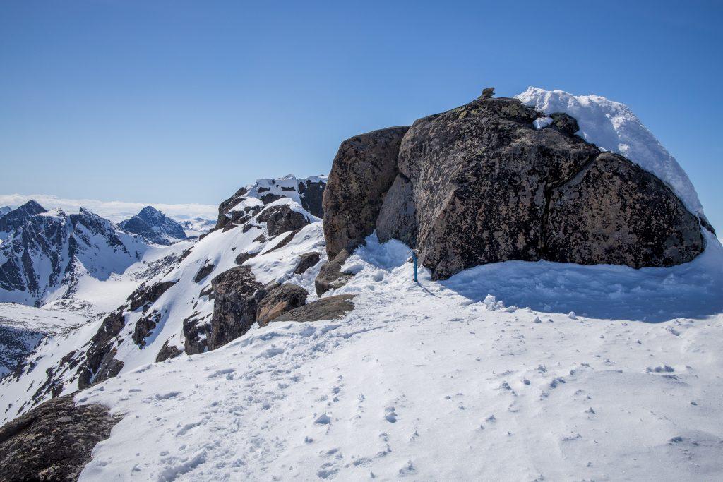 Toppen av Steinflytinden krever et lite buldretak for å komme opp på toppen.