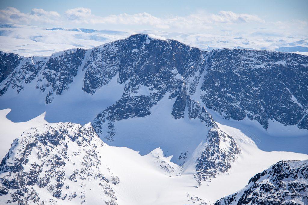 Vestre Kalvehøgde (2.208 moh) sett fra Tjønnholstinden.