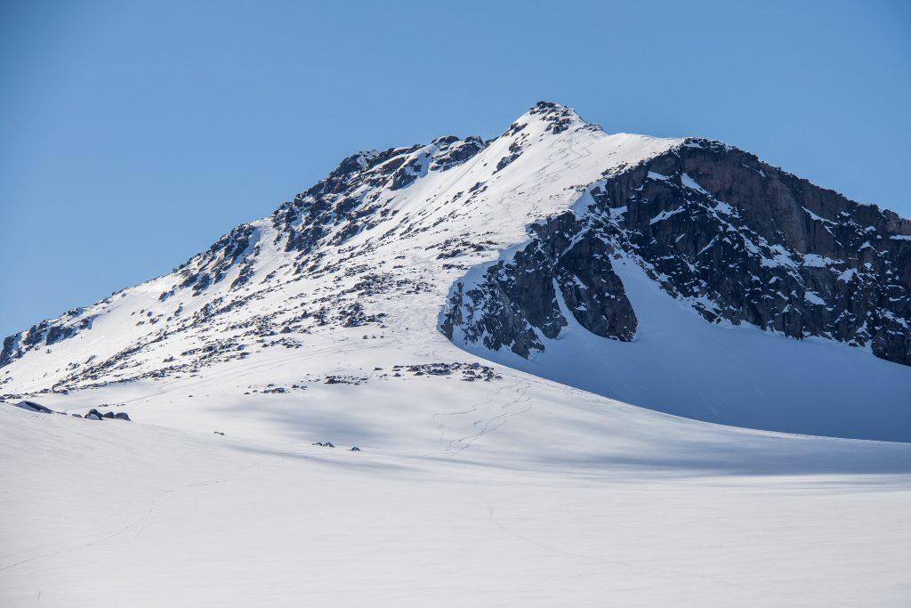 Tjønnholstindens øst topp, Steinsflytinden, sett fra Steinflybrean.