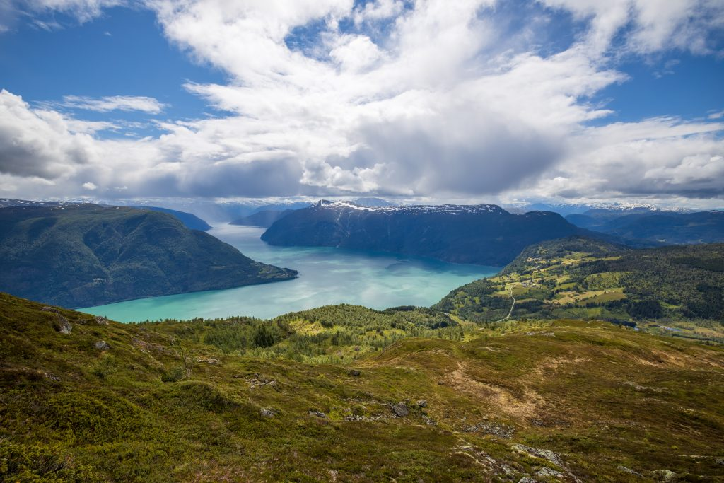 Utsikt fra Molden mot Urnes og ut i ytre Lustrafjorden.
