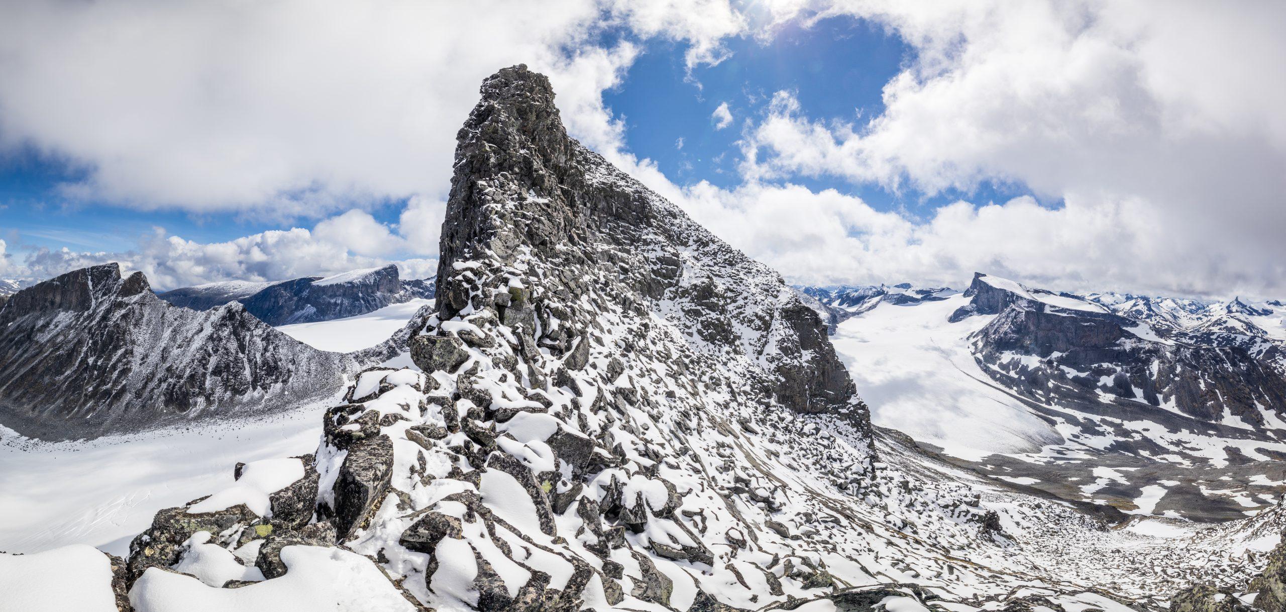Vestryggen til Skardstinden (2.374 moh).