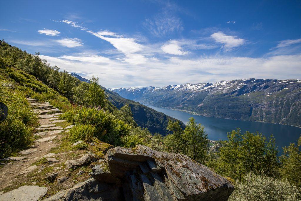Munketrappene fra Lofthus og opp til Nosi og Rjukande.