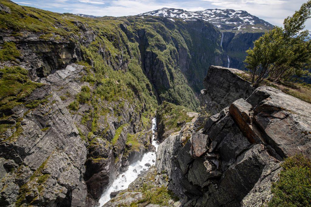 Rjukandefossen har gravd seg godt ned i fjellet.
